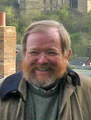 photo of Bill Bryson smiling